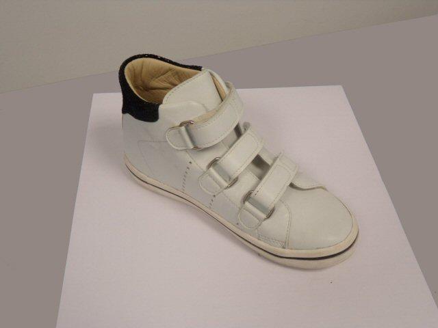 100_1045 MODELE BASKETS ENFANT JUNIOR