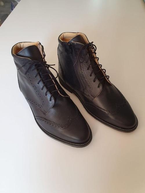 paire de chaussures orthopédiques homme pour inégalité de longueur de la jambe droite