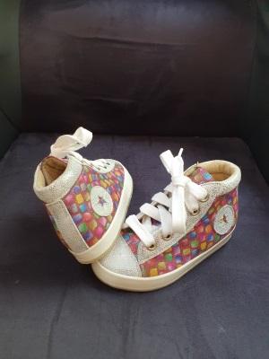 chaussures orthopédiques de verticalisation pour enfant paraplégique réalisées par Confort Orthopédie
